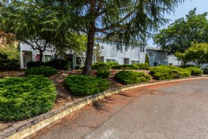 Meadowlark Court Apartments